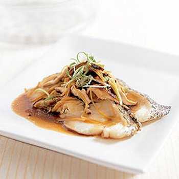 สูตรวิธีการทำอาหารไทย-ปลาหิมะนึ่งเห็ดหอมสด