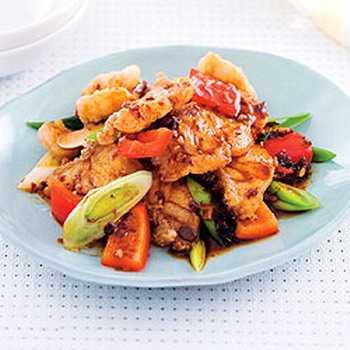 สูตรวิธีการทำอาหารไทย-เนื้อปลาผัดพริกไทยดำเต้าซี่