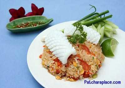 ข้าวผัดปลาหมึกสด